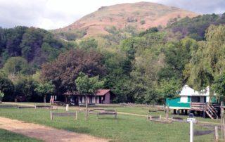 Vue ouest du camping avec la montagne Gakoeta
