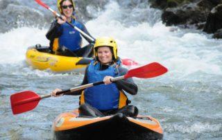 """Si vous êtes en recherche de sensations plus individuelles et proche du kayak traditionnel sans en avoir le niveau technique, alors c'est l'embarcation qu'il vous faut pour une descente """"remuante"""" de la Nive"""