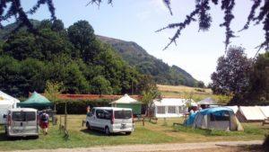 EMPLACEMENT sans électricité 7 €/nuit/personne, EMPLACEMENT avec électricité 8 €/nuit/personne au camping Amestoya de Bidarray