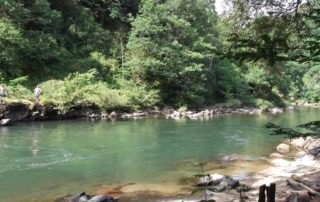 Bord de rivière au camping Amestoya de Bidarray