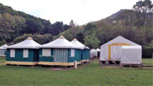 Tente de 8 couchages, BENGALIS COLLECTIFS 13 €/nuit/personne, alèses jetables et couvertures fournies
