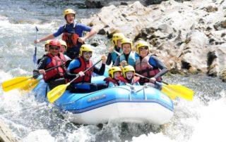UR BIZIA Rafting sur la Nive à Bidarray, rapides des 3 vagues, sourires et lunettes sèches avant le splash